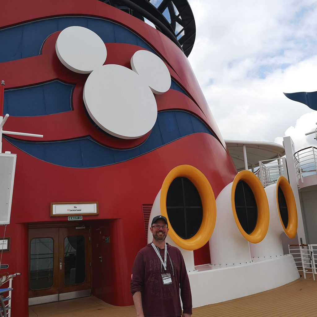 Jason Dick is a die Hard Disney Fan, and Stacy Milford is a Roguetripper contributor, she wrote this article on their Experience on their Cruise vacation