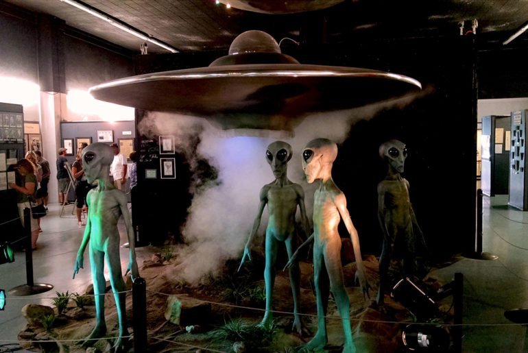 Roguetrippers visit UFO museum in Roswell, NM